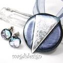 Ezüst-metál dichroic üvegékszer szett, nyaklánc, pötty fülbevaló, Ékszer, Fülbevaló, Ékszerszett, Medál, Ékszerkészítés, Üvegművészet, Csillogó metál szürke és ezüst mintás dichroic ékszerüveg felhasználásával készült a medál és a sti..., Meska
