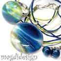 Csillámporos mélytenger üvegékszer szett, nyaklánc, gyűrű, fülbevaló , Ékszer, Gyűrű, Medál, Ballagás, Ékszerkészítés, Üvegművészet, Kék-zöld-bege mintás csillogó ékszerüveg felhasználásával készült a medál, a gyűrű és a stiftes fül..., Meska