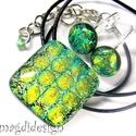 Zöld-arany buborékok üvegékszer szett, nyaklánc, kapcsos fülbevaló, Ékszer, Fülbevaló, Ékszerszett, Medál, Ékszerkészítés, Üvegművészet, Zöld-arany buborék mintás, színjátszó  dichroic ékszerüveg felhasználásával készült a medál és a st..., Meska