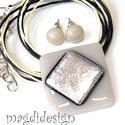 Arany-homok dichroic üvegékszer szett, nyaklánc, stiftes fülbevaló, Ékszer, Ruha, divat, cipő, Fülbevaló, Medál, Ékszerkészítés, Üvegművészet, Homok színű alapon pezsgős, aranyló, csillogó dichroic ékszerüveg teszi igazán különlegessé a medál..., Meska