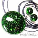 Zöld aventurin csillogás üvegékszer szett, nyaklánc, pötty fülbevaló, Ékszer, Medál, Fülbevaló, Ballagás, Ékszerkészítés, Üvegművészet, Csillogó zöld aventurin üveg felhasználásával készült a medál és a fülbevaló, olvasztásos technikáv..., Meska