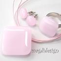 Púderes rózsaszín üvegékszer szett, nyaklánc, gyűrű, fülbevaló, Ékszer, Medál, Fülbevaló, Gyűrű, Ékszerkészítés, Üvegművészet, Egyszerűen elegáns, nyaklánc, gyűrű, fülbevaló szett. Púderes rózsaszín ékszerüveg felhasználásával..., Meska