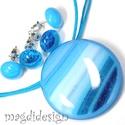 Hullámzó, csillogó kék tenger üvegékszer szett, nyaklánc, 2 pár fülbevaló, Ékszer, Medál, Fülbevaló, Ékszerszett, Kék, hullámzó mintás, csillogó ékszerüveg felhasználásával készült a medál és a 2 pár stiftes fülbev..., Meska