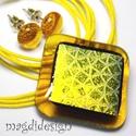Arany-méz dichroic üvegékszer szett, nyaklánc, pötty fülbevaló, Ékszer, Medál, Fülbevaló, Ékszerszett, Ékszerkészítés, Üvegművészet, Csillogó arany mintás, dichroic és áttetsző méz színű ékszerüveg felhasználásával készült a medál é..., Meska