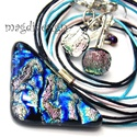Pezsgő tenger üvegékszer szett, nyaklánc, kapcsos fülbevaló, Ékszer, Ruha, divat, cipő, Fülbevaló, Medál, Ékszerkészítés, Üvegművészet, Csillogó színjátszó fekete, kék, pezsgő, türkiz színű mintás dichroic üveg felhasználásával készült..., Meska