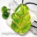 Aranyló zöld levél  üvegékszer szett, nyaklánc, pötty fülbevaló, Ékszer, Fülbevaló, Medál, Ékszerkészítés, Üvegművészet, Csillogó arany, zöld és fehér ékszerüvegből készült a medál, és a stiftes fülbevaló, olvasztásos te..., Meska