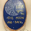 Love you to the moon and back, Dekoráció, Dísz, Fa korongra készített akril kép, Holddal és 'Love you to the moon and back' felirattal. A sz..., Meska