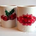 Karácsonyi bögrék-piros masnis, Konyhafelszerelés, Bögre, csésze, Festett tárgyak, Ideális választás ajándékba barátoknak, családunknak! A szett 4 db kézzel festett mintás-feliratos ..., Meska