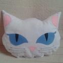 Kék szemű cica párna, Baba-mama-gyerek, Otthon, lakberendezés, Lakástextil, Párna, Varrás, Ez a szuggesztív kék szemű cica párna fehér pamutvászonból készült, szemét, orrát, fülét filcből va..., Meska
