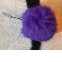 Lila nyuszi szőrme pompom kulcstartó, Mindenmás, Kulcstartó, Bőrművesség, Varrás, Valódi szőrméből készített, festett, pihe-puha kulcstartó. mérete: kb 6-8x6-8cm színe: lila ára: 99..., Meska
