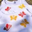 Pillangó mintás fehér pamut trikó,kézzel festett, 2évestől, Baba-mama-gyerek, Ruha, divat, cipő, Gyerekruha, Kisgyerek (1-4 év), Festett tárgyak, Fehér színű,pamut,spagetti- vagy hagyományos pántos trikóra festem pillangókat.  2 éves kortól kama..., Meska