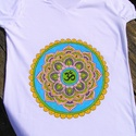 Mandala póló, több méretben rendelhető S-XXL, Ruha, divat, cipő, Női ruha, Felsőrész, póló, Festett tárgyak, Egyedi,kézzel festett mandala póló, a szívcsakra színeivel: zöld és rózsaszín. Ajánlom jógához,sétá..., Meska