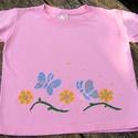 Csillogó virág és pillangó mintás gyerekpóló 3 éves kislányra, Baba-mama-gyerek, Ruha, divat, cipő, Gyerekruha, Kisgyerek (1-4 év), Festett tárgyak, Rózsaszínű,100 % pamut(öko-tex), rövid ujjú pólóra festettem a virágokat és pillangókat,csillámokka..., Meska