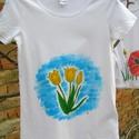 Tulipán póló,jógapóló, kézzel festett XS/S, Ruha, divat, cipő, Női ruha, Felsőrész, póló, Egyedi,kézzel festett tulipán mintás, kényelmes fehér póló.  Kerek kivágású jógapóló, XS-es méret va..., Meska