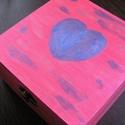 Szív mintás teafilter tartó doboz Anyának,Szerelmünknek,Barátunknak, Dekoráció, Otthon, lakberendezés, Tárolóeszköz, Anyák napja, Sötét rózsaszín,kézzel festett fényes ezüst és kék mintával díszített teásdoboz. Feldobja a szürke h..., Meska