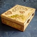 Esküvői doboz, Esküvő, Nászajándék, Decoupage, transzfer és szalvétatechnika, 26,5x21x8 cm-es fa alapú dobot.  Előre gyártott natúr fa doboz vegyes technikával, kívül-belül dísz..., Meska