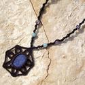 Fekete ásványos csomózott nyaklánc, Ékszer, óra, Nyaklánc, Makramé technikával, azaz csomózással készült fekete-barna színű nyaklánc, dumortierit ásvány medáll..., Meska
