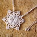Hópehely makramé csomózott nyaklánc, Ékszer, óra, Nyaklánc, Makramé technikával, azaz csomóról-csomóra készült hófehér hópihe/csillag mintájú nyaklánc kalcit ás..., Meska