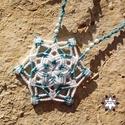 Csillag makramé csomózott nyaklánc, Ékszer, óra, Nyaklánc, Makramé technikával, azaz csomóról-csomóra készült türkiz-fehér hópehely mintájú nyaklánc, kalcit és..., Meska