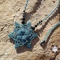 Türkiz csillag makramé csomózott nyaklánc, Ékszer, óra, Nyaklánc, Makramé technikával, azaz csomóról-csomóra készült türkiz színű, csillag mintájú nyaklánc, onyx ásvá..., Meska