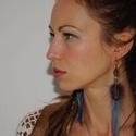 Kék-lila kakastollal és gyönyörű barna fácántollal., Ékszer, Fülbevaló,  Eredeti  Labradoritos tollas fülbevaló kék-lila kakastollal és gyönyörű barna fácántollal., Meska