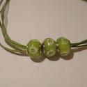 Zöldike nyaklánc, Ékszer, Nyaklánc, Zöld színű  gyöngyök hozzá illő organza szalagon. A lánc hossza 45 cm.  , Meska