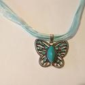 Pillangó nyaklánc, Ékszer, Nyaklánc, Pillangó medál kék organza szalagon.  A lánc hossza 45 cm.  , Meska