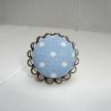 Textilgombból készült gyűrű pöttyös , Ékszer, óra, Gyűrű, Egyszerű, kedves, elegáns viselet. Antik bronzszínű dupla-csipkés gyűrűalapba világoskék al..., Meska