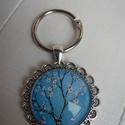 Kulcstartó csipkés széllel - Cseresznyevirág, Mindenmás, Kulcstartó, Kulcstartó 22 mm átmérőjű ezüstszínű  kulcskarikával, antik ezüstszínű csipkés-mintás ..., Meska