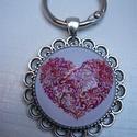 Kulcstartó csipkés széllel - Rózsaszín szív, Mindenmás, Kulcstartó, Kulcstartó 22 mm átmérőjű ezüstszínű  kulcskarikával, antik ezüstszínű csipkés-mintás ..., Meska