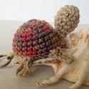 Horgolt teknős-őszi színekben, Játék, Baba-mama-gyerek, Mindenmás, Kulcstartó, Horgolás, Horgolt teknős kulcstartó, amigurumi technikával. 100% pamut fonalból színátmenetes rozsdabarna és ..., Meska