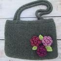 Rózsacsokor-nemezelt kötött táska, horgolt virágokkal táska,