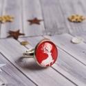 Reindeer gyűrű, Ékszer, Gyűrű, Piros és fehér rénszarvas mintás, ezüstözött keretbe foglalt, üveglencsés gyűrű.  A bronz gyűrűalap ..., Meska
