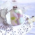 Pasztell ékszerszett ajándék fülbevalóval, Szürke alapon csillogó pasztell színű üvegtö...