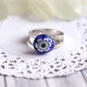 Boglárka gyűrű, Ékszer, Gyűrű, Apró, sötétkék, virágmintás gyűrűt olvasztottam millefiori üvegből. Kedves, visszafogott tavaszi éks..., Meska