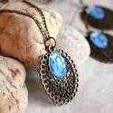 Mindy nyaklánc, Ékszer, Nyaklánc, Medál, Kék virág mintás üveglencse került barokk foglalatba ennél a szép nyakláncnál. Romantikus lányok ked..., Meska