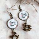 Rocking horse fülbevaló, Ékszer, Fülbevaló, Romantikus, bájos fülbevalót készítettem hintalovas grafikával, lógós kivitelben, alul bronz hintaló..., Meska