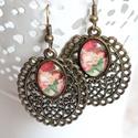 Lisette fülbevaló, Ékszer, Fülbevaló, Barokk, rózsa mintás, bronz foglalatos keretben üveglencsés fülbevalót készítettem, mely a romantiku..., Meska