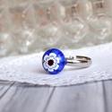 Indigo gyűrű, Apró,  indigó kék, virágmintás gyűrűt olvas...