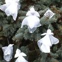 Hópehely angyalok karácsonyfa díszek, ajándék kísérő, Karácsonyi, adventi apróságok, Karácsonyfadísz, Karácsonyi dekoráció, Varrás, Pille könnyű, karácsonyfa díszek ezek az angyalok, vagy ajándék kísérő, mint a hópehely szállnak a ..., Meska
