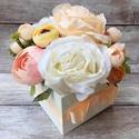 Virágdoboz, Otthon & lakás, Dekoráció, Csokor, Dísz, Lakberendezés, Asztaldísz, Virágkötés, Natúr fadobozt fehérre festettem és selyemvirágokkal díszítettem. Mérete 11*11 cm. Kérhető rá felir..., Meska