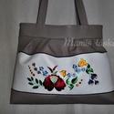 Hímzett  táska  1, Sötét drapp és fehér textilbőrből készült ...