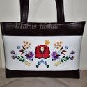 Hímzett  táska  12.05, Bordó és fehér textilbőrből készült táska,...