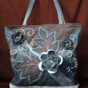 Kathryn farmer táskája, Táska, Válltáska, oldaltáska, Újrahasznositott farmer anyagból készült egyedi táska,virággal levél motivummal ,inda himzés..., Meska