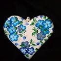 SZÍV függő virágokkal, felirattal, szeretettel :), Dekoráció, Otthon, lakberendezés, Szerelmeseknek, Dísz, Festett tárgyak, Szív formájú függő dísz. Ajtóra, falra, térbe belógatva egyformán jól mutat, mivel mindkét oldala d..., Meska