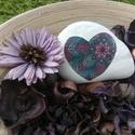 Mandala szívkő, Dekoráció, Otthon, lakberendezés, Asztaldísz, Kerti dísz, Festett tárgyak, 11 cm-es kézzel, pöttyöző technikával készült mandalás szív. Ajánlom: - szobába dekor elemként, - k..., Meska