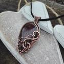 Florans - réz nyaklánc, Ékszer, Nyaklánc, Különleges bordós-aranyos ásványból készült ez a romantikus réz nyaklánc. A bordós részek virágformá..., Meska