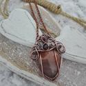 Napkő réz nyaklánc, Ékszer, Nyaklánc, Különleges narancsos-aranyos ásványból készült ez a romantikus réz nyaklánc. Pici gránát kő díszíti ..., Meska