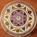 Üvegmandala - Csakra hangzók lótusz virággal, Dekoráció, Esküvő, Kép, Nászajándék, Festett tárgyak, A 17 cm-es mandala üvegtányérra, üvegfestékkel, kézzel festve készült. Majd a tartósság biztosítása..., Meska