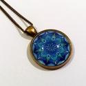 Mandalás nyaklánc 2., Ékszer, Nyaklánc, A kék különböző árnyalataival színezett mandala motívummal díszített, bronz színű nyaklánc. A 25 mm-..., Meska